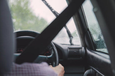 カーシェアのチャイルドシートは持ち運びの便利さで選ぶ
