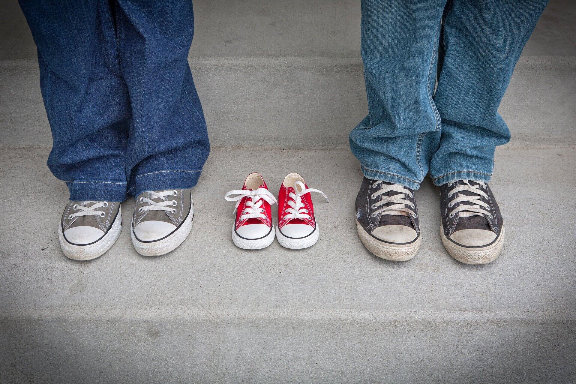 赤ちゃんの足サイズ目安&子供靴のサイズアップ選び方と測り方